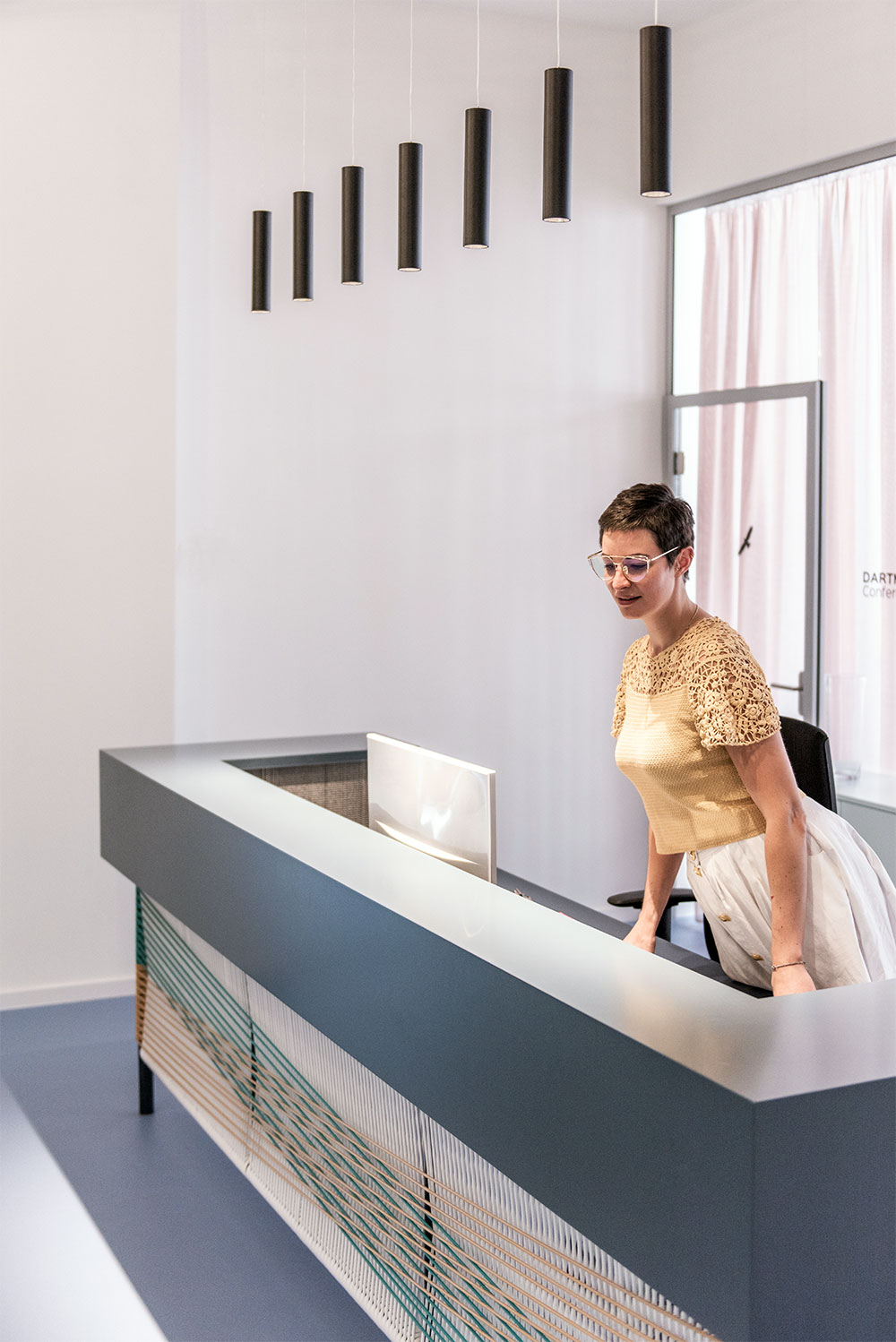 Start-up-office-reception-counter